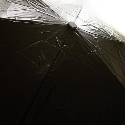 紫外線、ブロック。雨傘としても使えるらしい。