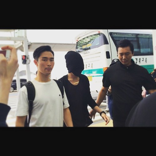 Big Bang - Incheon Airport - 29may2015 - G-Dragon - tungtunglam - 01