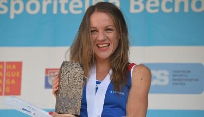 Nejúspěšnější česká běžkyně prodává ve večerce, za odměnu pojede do Dubaje