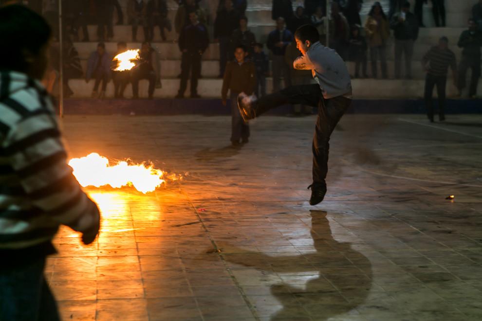 El tradicional juego de la Pelota Tatá, en la celebración del día de San Juan en la ciudad que lleva el mismo nombre. (Tetsu Espósito)