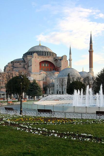 Hagia Sophia (Ayasofya) in the morning, Istanbul, Turkey イスタンブール、朝のアヤソフィア