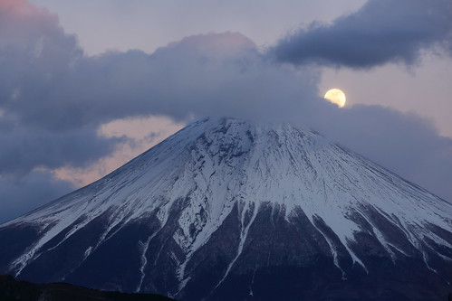 Mt. Fuji and Moon (9K2A2249_DPP)
