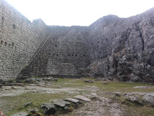 Dans les ruines