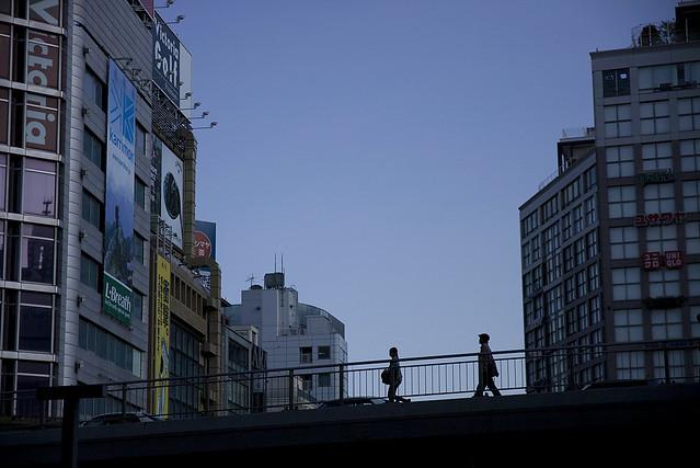 ビル間の高架橋