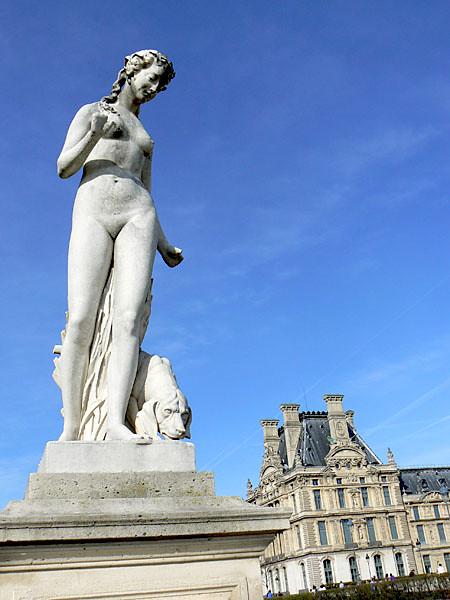 statue tuileries.jpg