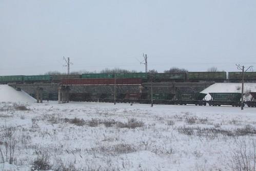 Coal trains cross paths outside the city of  Красноармі́йськ (Krasnoarmiisk)