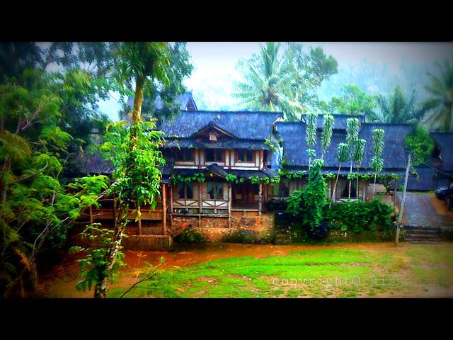 Rumah Adat Desa Sirnaresmi Cisolok Sukabumi Jabar