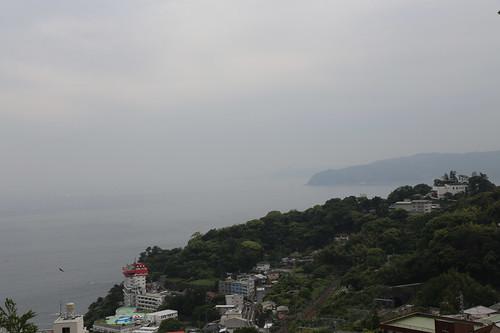 伊豆山神社から相模湾を望む