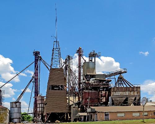 feedmill archetecture oldbuilding metal texas hamilton pallets feedstore