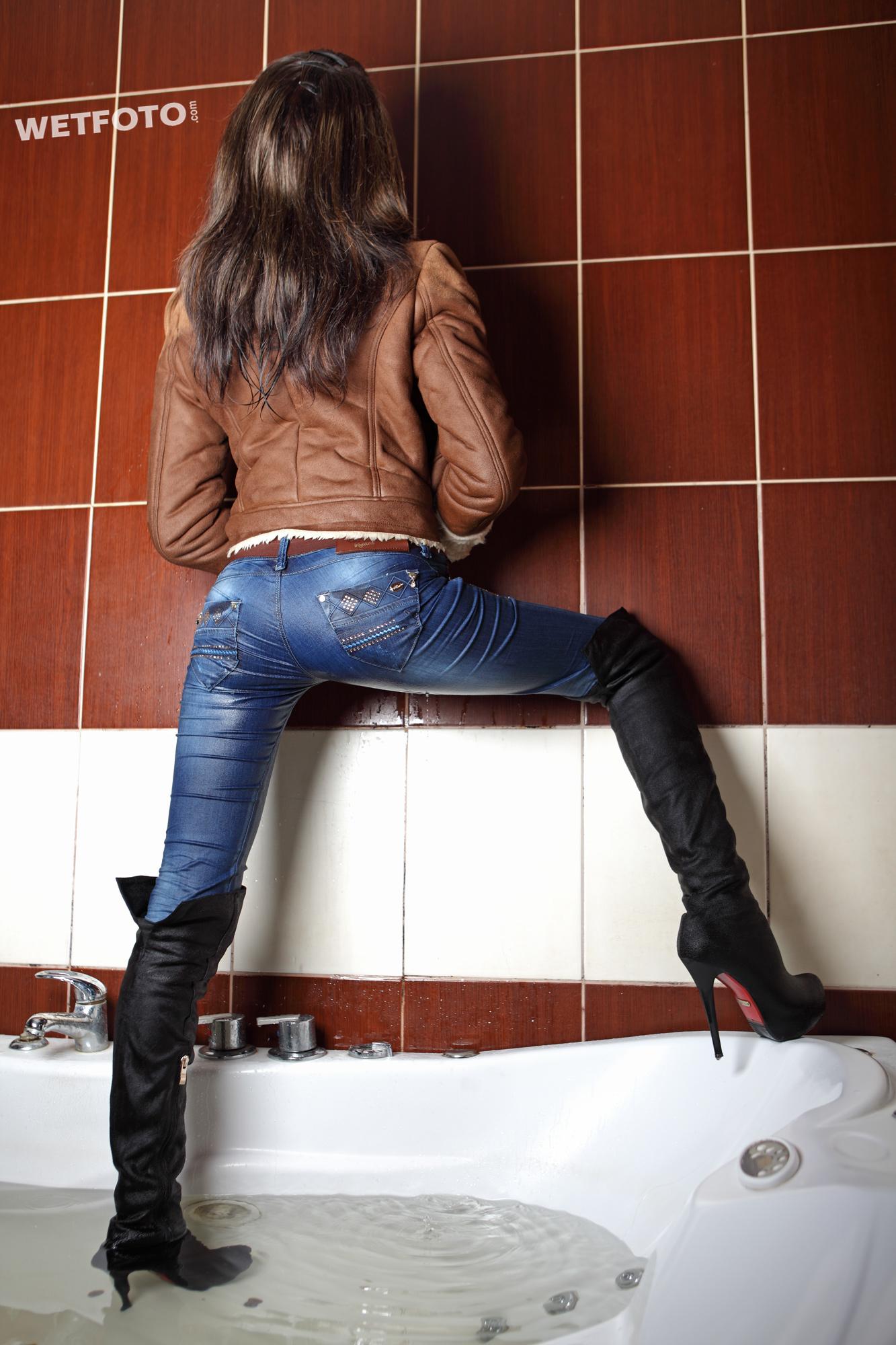 #255 Wetlook in Jacuzzi with Brunette Girl in Wet Tight ...