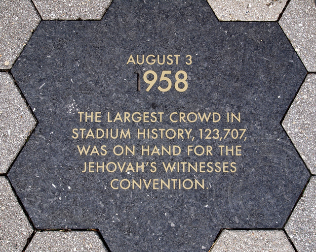 8/3/1958 JEHOVAH'S WITNESSES CONVENTION - LARGEST CROWD Ol ...