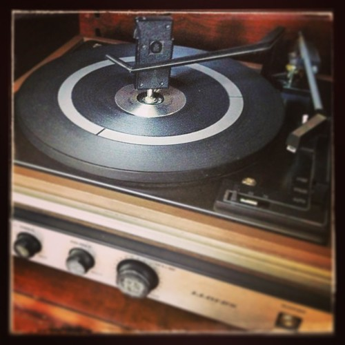 Found a #vintage #turntable today! Excited to get it plugged up and see how it sounds!
