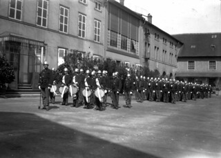 Fajanseriet i Sarreguemines oppstilt i paradeuniformer (ca. 1910)
