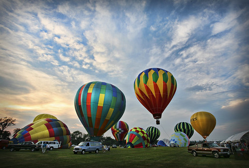 sunset with balloons by marion faria via I {heart} Rhody
