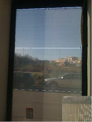 Un vidre solar fotovoltàic transforma l'energia solar en elèctrica.