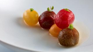Tomates en salsa, hierbas aromáticas