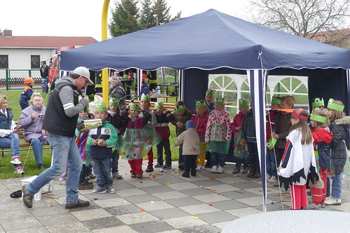 KITA-Kinder beim Storchenfest