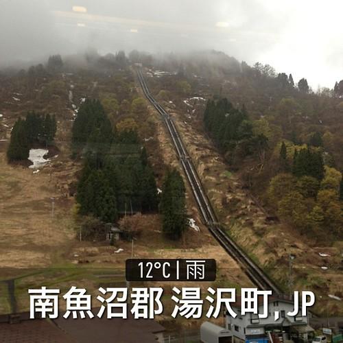 国境の長いトンネルを抜けると、雪が少し残る越後湯沢だった…