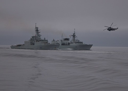 HMCS Algonquin (DDG 283) and HMCS Ottawa (FFH 341) practice tactical maneuvers during Exercise Trident Fury