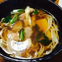 noodle(1.0), lamian(1.0), okinawa soba(1.0), noodle soup(1.0), kalguksu(1.0), food(1.0), dish(1.0), soup(1.0), cuisine(1.0), chinese food(1.0), udon(1.0),
