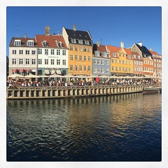 Mi piace vincere facile... #casettecolorate #canale #cph #copenhagen #colori #case #acqua #nyhavn
