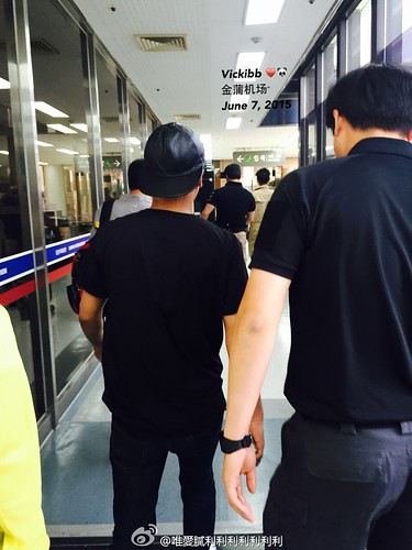 Big Bang - Gimpo Airport - 07jun2015 - Seung Ri - vickibblee - 01