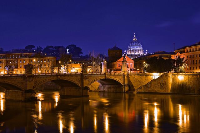 Brücke mit Vatikan im Hintergrund