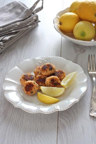 Polpette di salmone al limone e coriandolo