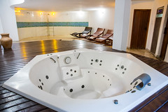 room, hot tub, jacuzzi, bathtub,