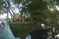 El rio, o arroyo según el deseo del artísta, Cubanicay, detrás parte del Monumento al Tren Blindado, reparto Capiro, Santa Clara, provincia Villa Clara, Cuba 2013