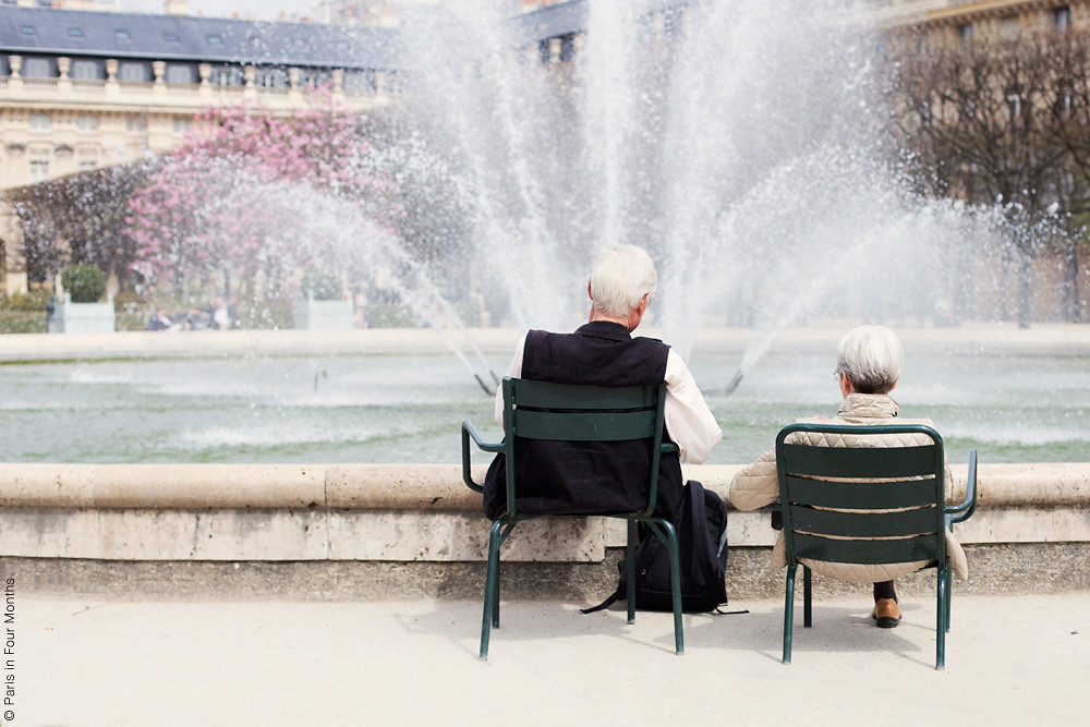 Couple by the Fountain in Jardin du Palais Royal