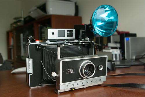 Polaroid 250 全配? by Zoe & Sean