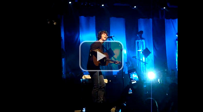 The Kooks perform 'Seaside' to the Brisbane crowd