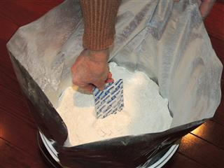Flour in buckets with Mylar and Oxygen Absorber_1