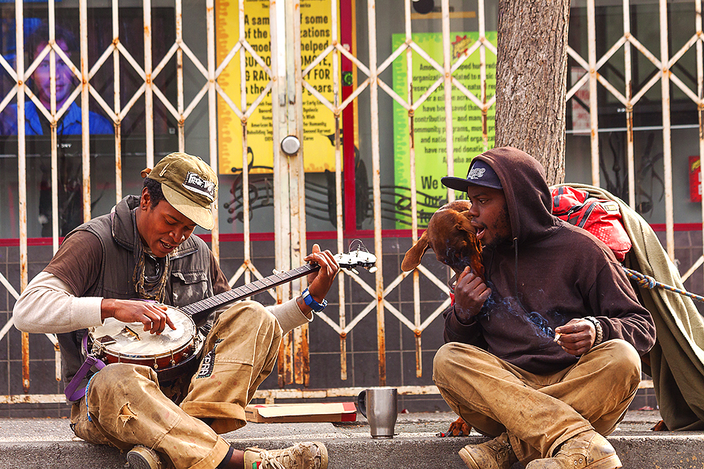 Banjo-player-on-Telegraph-Avenue--Berkeley