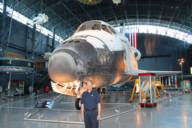 space shuttle discovery astronauts - photo #17