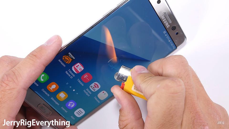 Dùng dao và lửa thử độ bền Samsung Galaxy Note 7