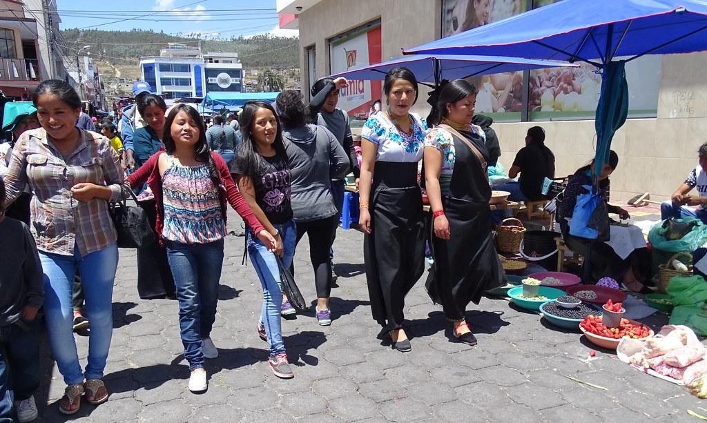 Su gente Mercado Otavalo Ecuador 11