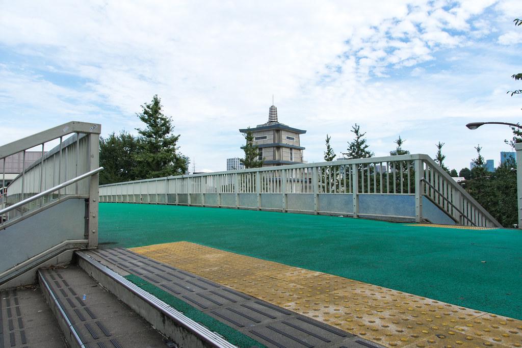 信濃町駅前歩道橋