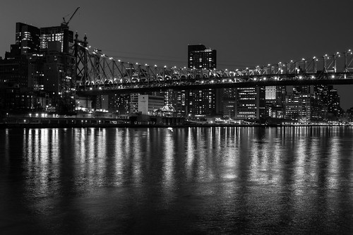 manhattan waterfront b+w