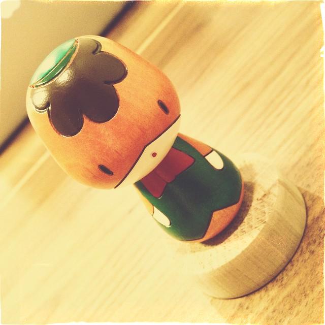 お義母さんか、ぼくの希望していた卯三郎のぐんまちゃんこけしを買ってきてくれました。すごく、うれしいです!!