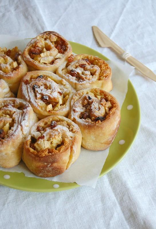 Apple and marzipan rolls / Pãezinhos de maçã e marzipã