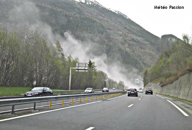 nuages de poussières soulevés par la tempête du 28 avril 2012 dans les Alpes, en vallée de Chamonix météopassion