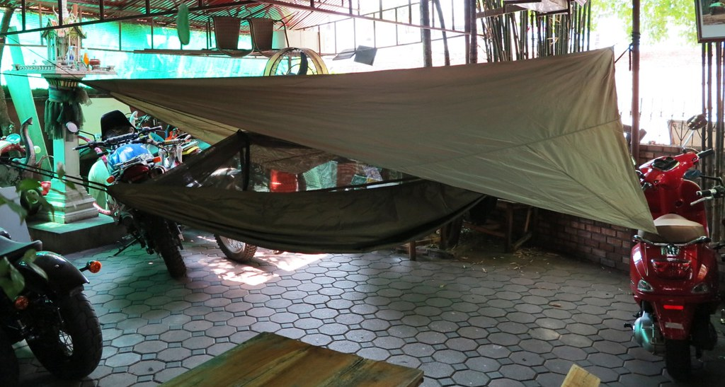 while we had it out for the first time we fitted the   snake skins    packing covers  so that its quick to rig up next time they side back from the middle     claytor jungle hammock  rh   rideasia