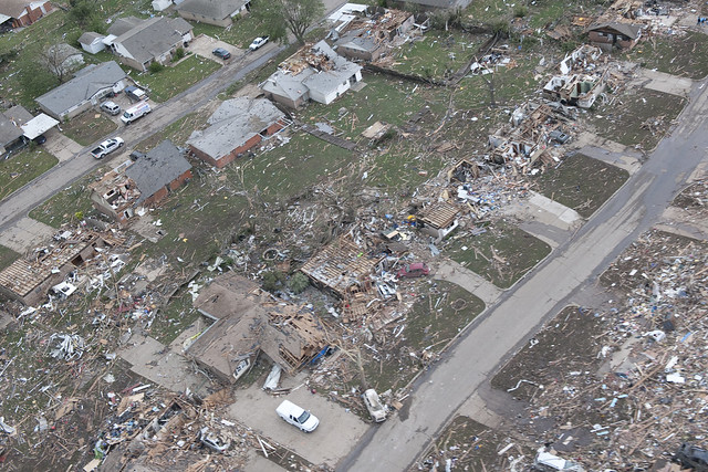 8773128920 d622ee9830 z Photos Showing the Devastation of the Oklahoma City Tornado Aftermath