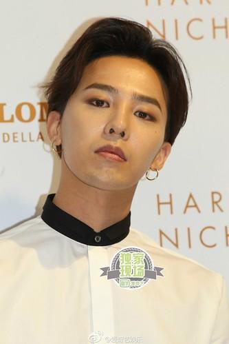 G-Dragon_HarveyNichols-COLOMBO_VIA_DELLA_SPIGA-HongKong-20140806 (1)
