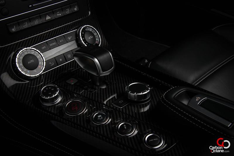2013_Mercedes_SLS-Roadster-gear_lever.jpg