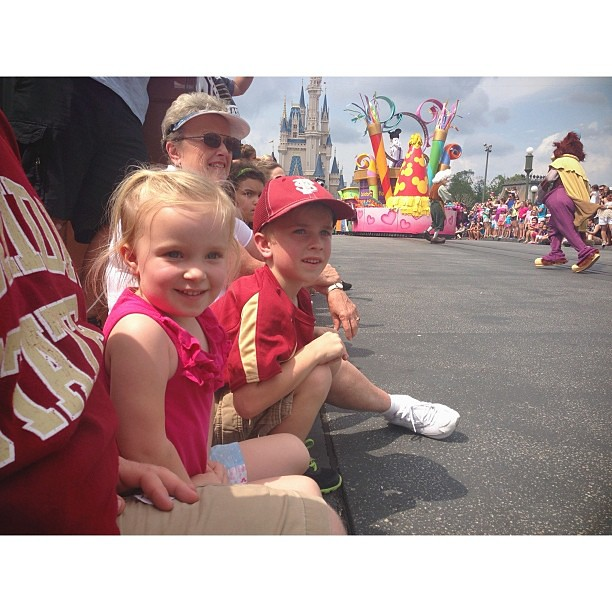 #latergram #disney #magickingdom #parade #pictapgo