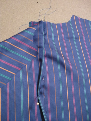 Blu coat lining pleat3