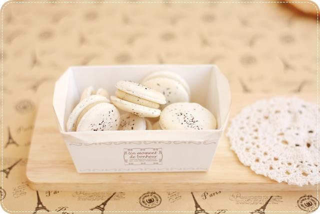 Hojicha Macarons
